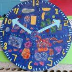 Le cycle du temps - École Jean-Nicolet, Montréal-Nord, Élèves du 2e cycle du primaire, Monotype et gravure sur polystyrène sur papier, marouflé sur bois, 122x 122 cm